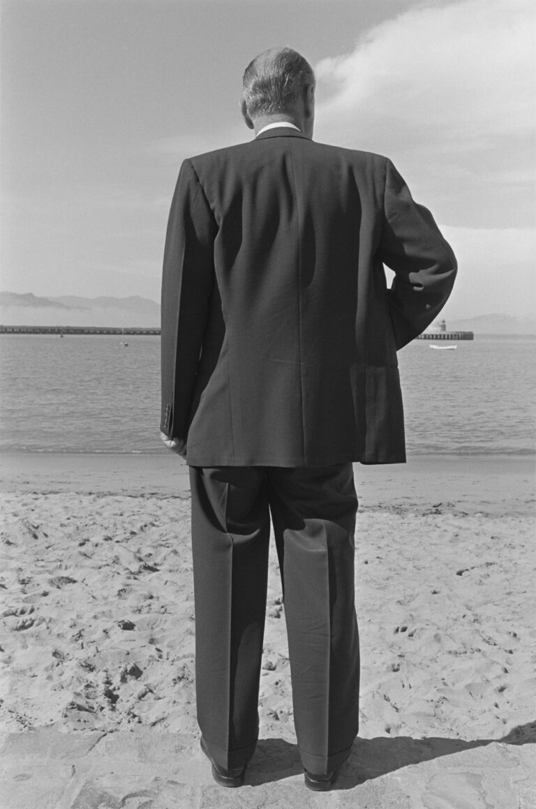 Black and white photograph by Henry Wessel